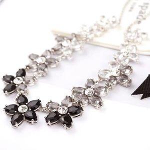 🆕Kate Spade Crystal Flower Necklace